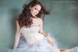 glamour photography of teenager Kira