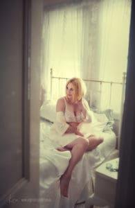 boudoir photographer Sydney Kira